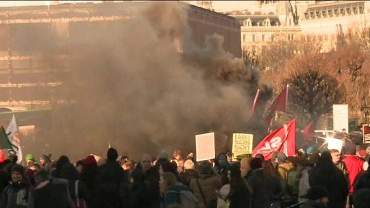 PROTEST de amploare în Austria împotriva restricțiilor impuse de guvern, dar și a presei