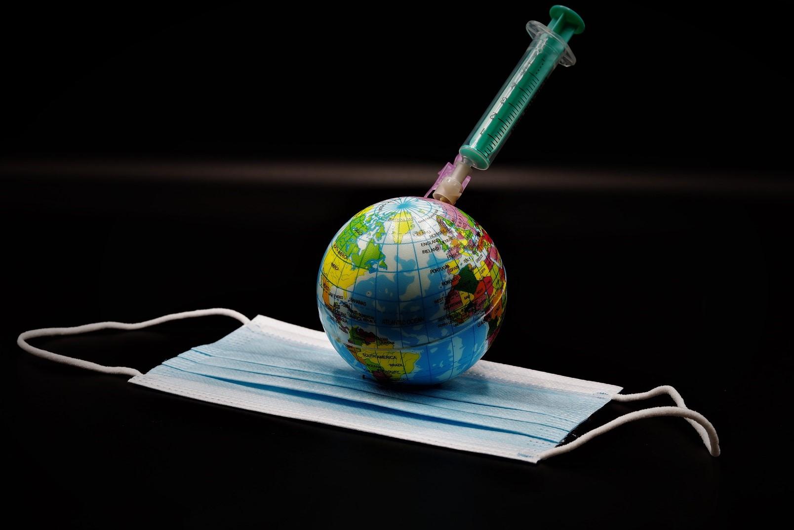 """O lume """"în care va trebui să arăți că ești vaccinat dacă vrei să cumperi pâine""""."""