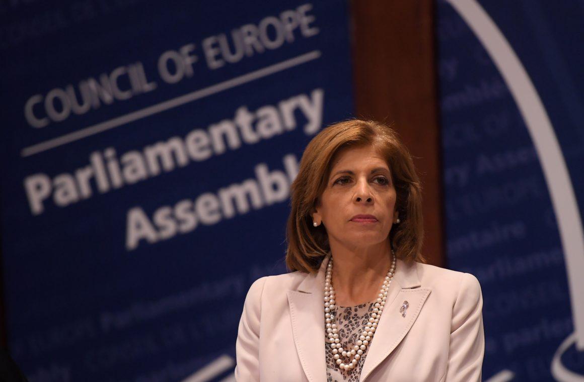 Șpagă pentru Vaccin: Comisarului european pentru Sănătate i-au răsărit în cont 4 milioane de euro. Stella Kyriakides a fost sponsorizată  în trecut de Pfizer, AstraZeneca și Johnson & Johnson.