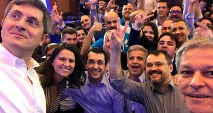 Europarlamentarii USR-PLUS au votat ca bărbații să poată naște!
