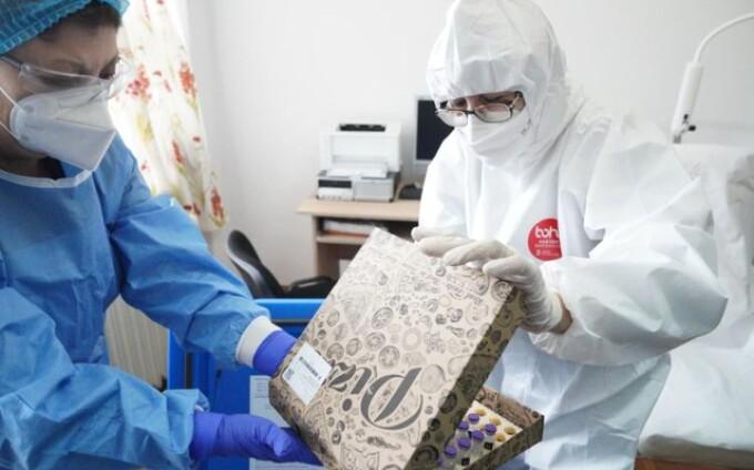 Vaccinul anti-COVID-19 distribuit la Slobozia a fost ambalat în cutii de pizza.