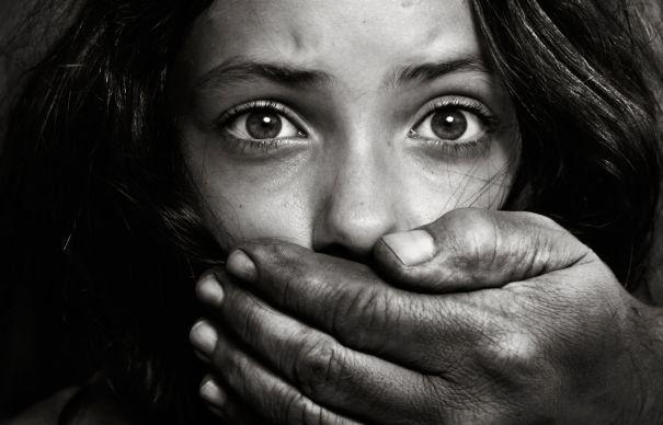 În România sunt mult mai mulți bani din traficul de persoane decât din traficul de droguri